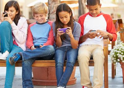 teens_phones_bench_social_Instagram