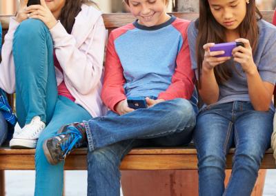 teens_phones_bench_social_PIN